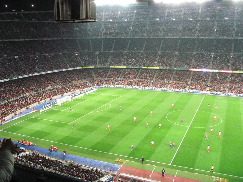 Terreno de juego en el estadio Camp Nou del Barcelona
