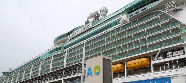 Crucero Liberty of the Seas atracado en la Terminal A del muelle adosado de Barcelona