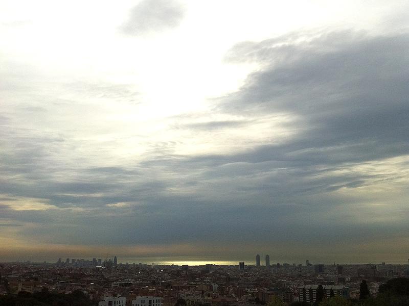 Amanecer desde la parte alta de Barcelona