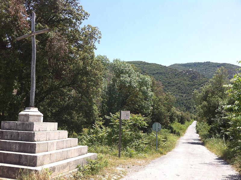 Camino de entrada a la Vall de Castellfollit