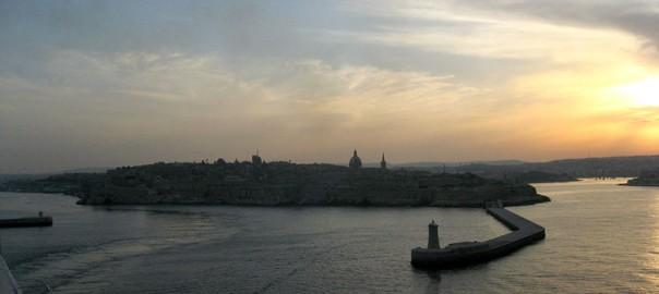 puerto-la-valletta-malta-atardecer-espigon-estela
