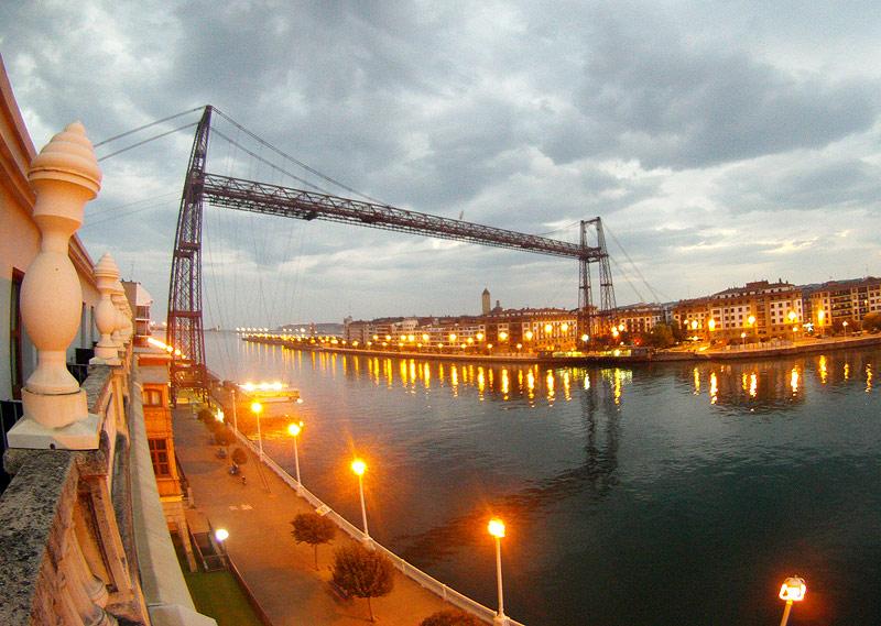Puente de Bizkaia al amanecer - Bizkaia Costa Vasca