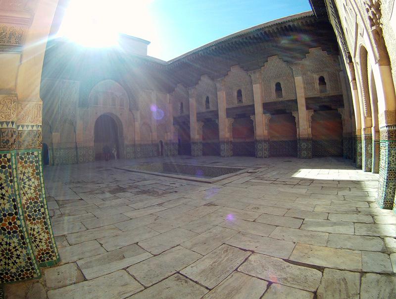 Patio de la Madraza de Ben Youssef de Marrakech, Marruecos