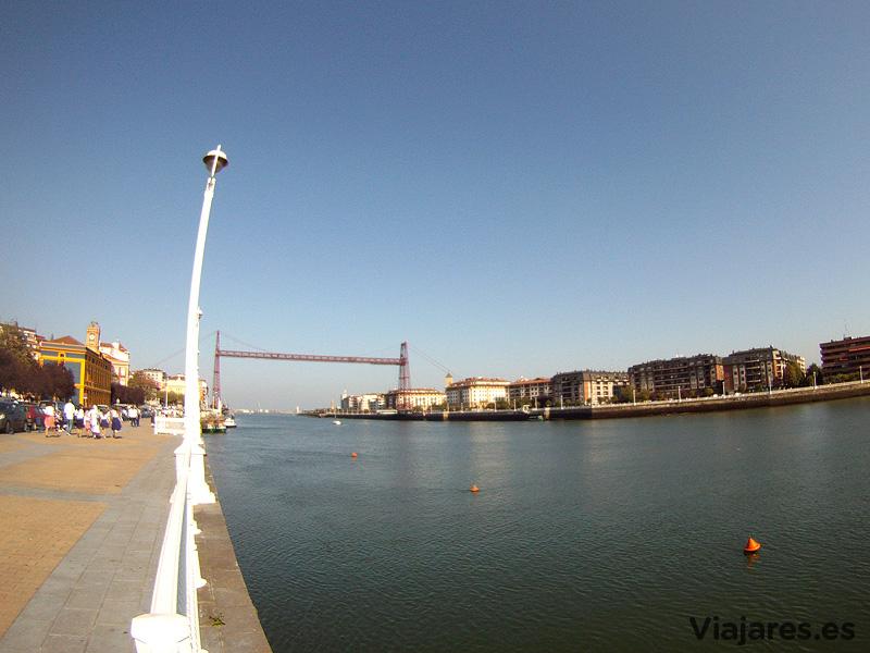 El Puente Colgante destaca por encima de todos los edificios