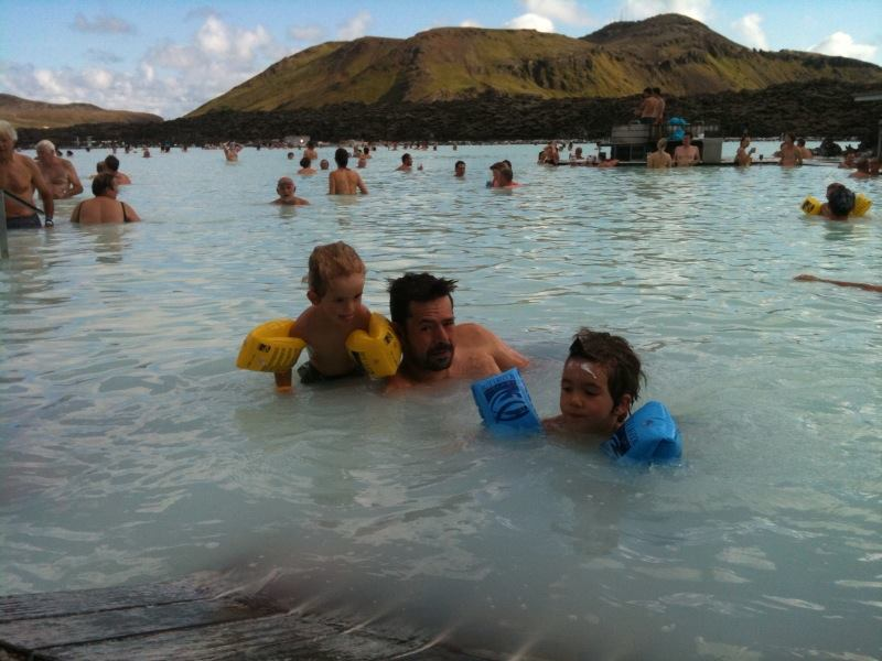 Disfrutando de lo lindo en Blue Lagoon, Islandia