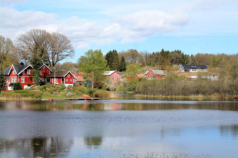 Paisaje típico noruego en primavera