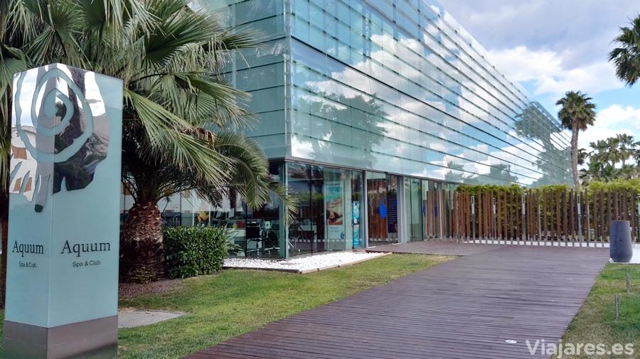 Entrada a Aquum Spa & Wellness de La Pineda