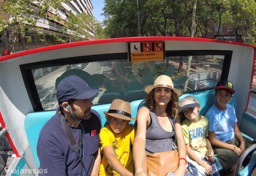 Equipo Viajares montados en el Bus Turístico