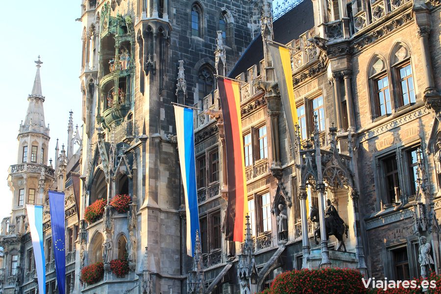 Mil detalles en la fachada del Nuevo Ayuntamiento ( Neues Rathaus) de Múnich