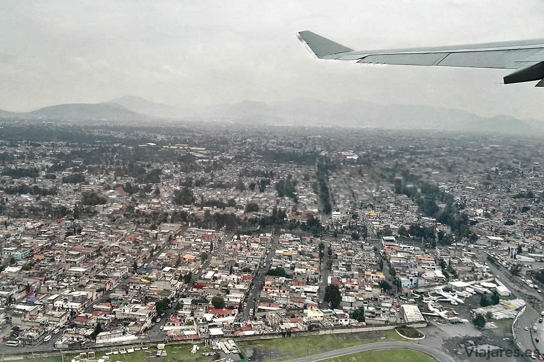 Sobrevolando la extensa Ciudad de México