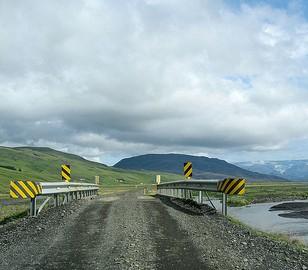 Viajar en coche por las carreteras y caminos de Islandia