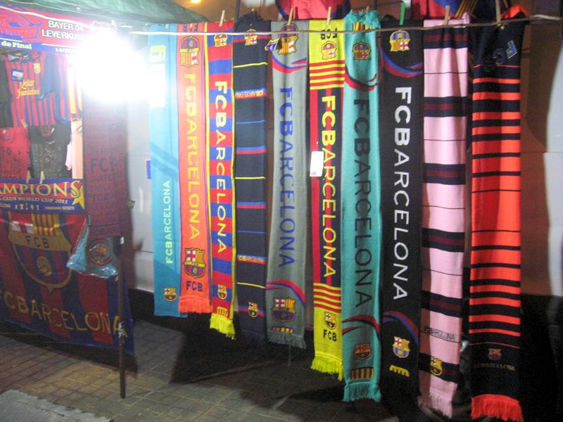 Puesto de bufandas en las cercanías del Camp Nou