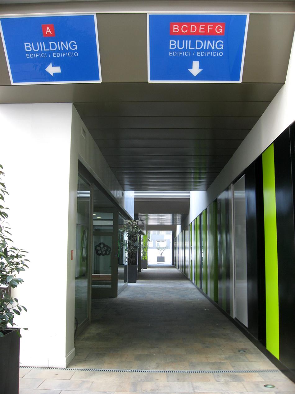 Entrada principal en el complejo