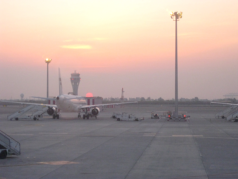 Avión en el Aeropuerto de El Prat en Barcelona