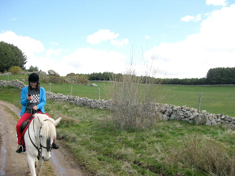 Egoitz combinando equitación y social media a la vez