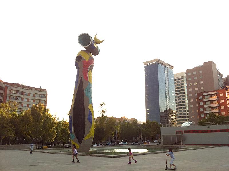 """La escultura """"Dona i ocell"""""""