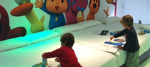 5 hoteles para un viaje con ni os viajares for Hoteles con habitaciones familiares en espana