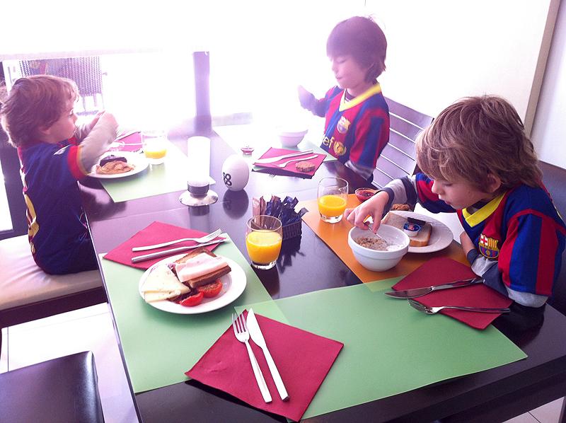 Desayuno de la cantera culé en Novotel Girona