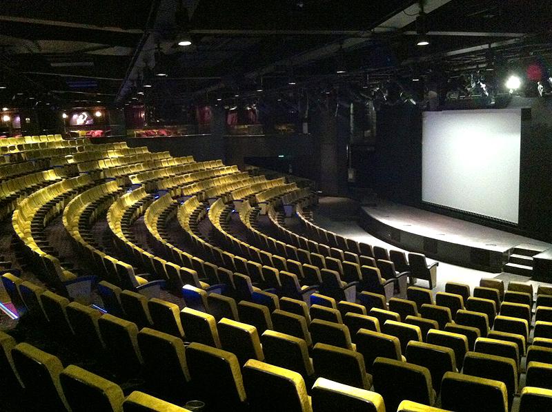 Teatro para 600 espectadores - Norwgian Epic