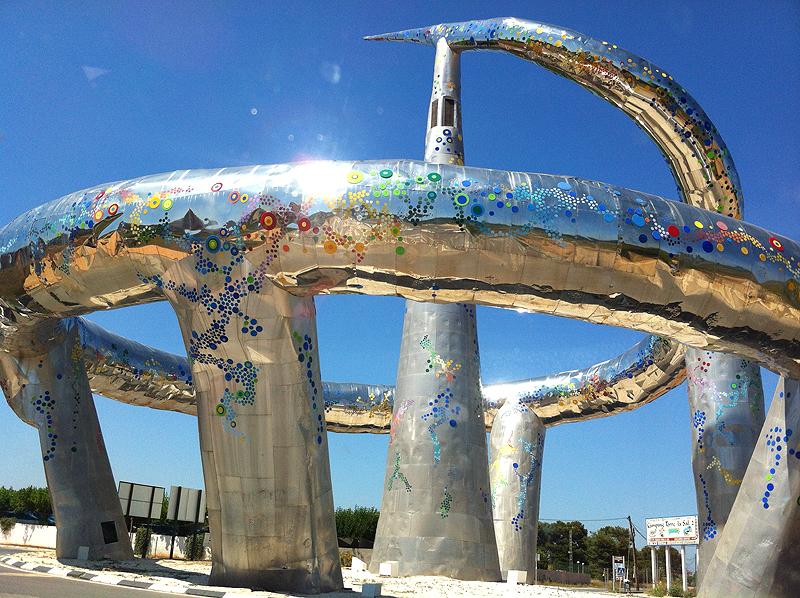 Escultura a la entrada de Marina d'Or