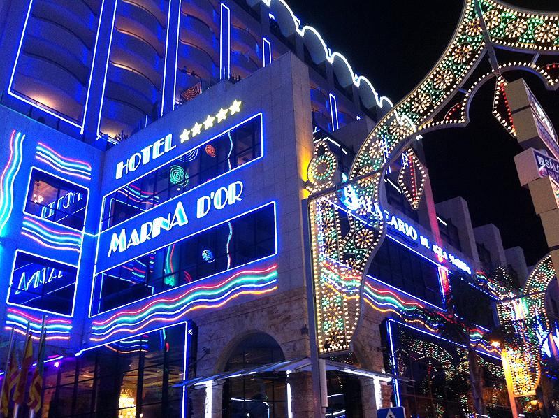 Iluminación nocturna en Marina d'Or