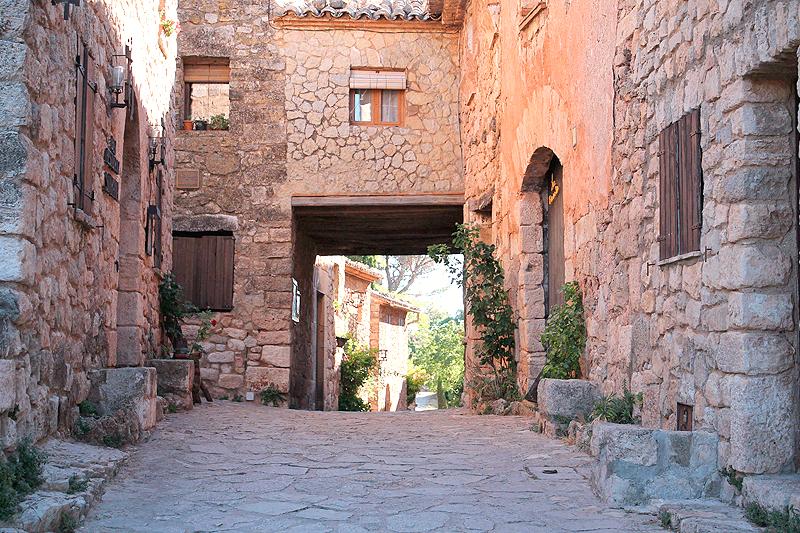 """Calle """"principal"""" del pueblo de Siurana"""
