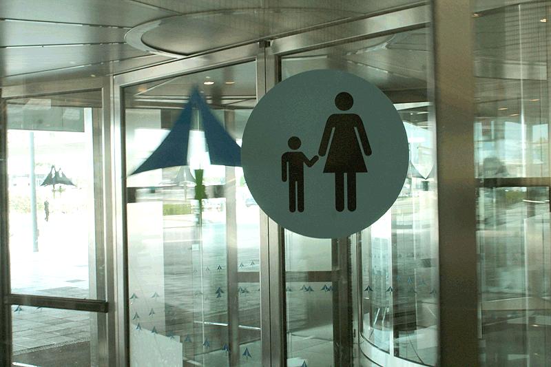 Avisos de seguridad si vuelas con niños