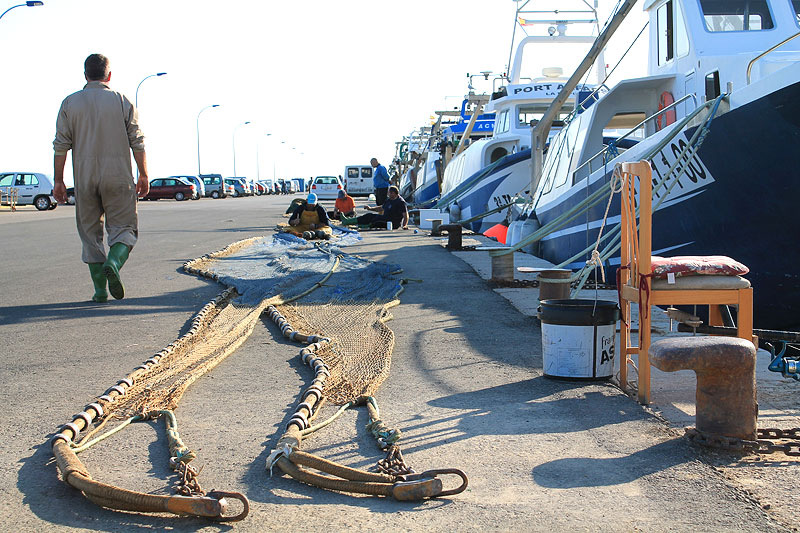 Revisión de redes y aparejos de pesca