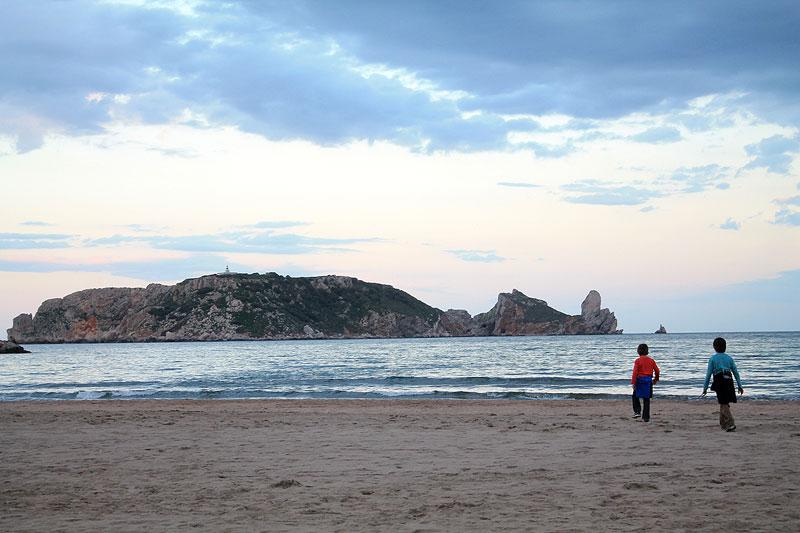 Playa de l'Estartit con las Illes Medes al fondo