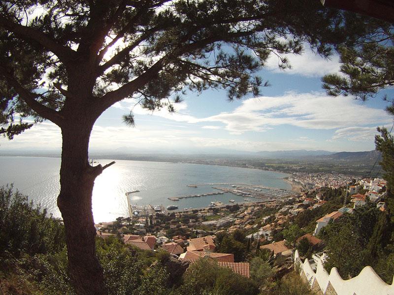 La Bahía de Roses desde lo alto del Puig Rom