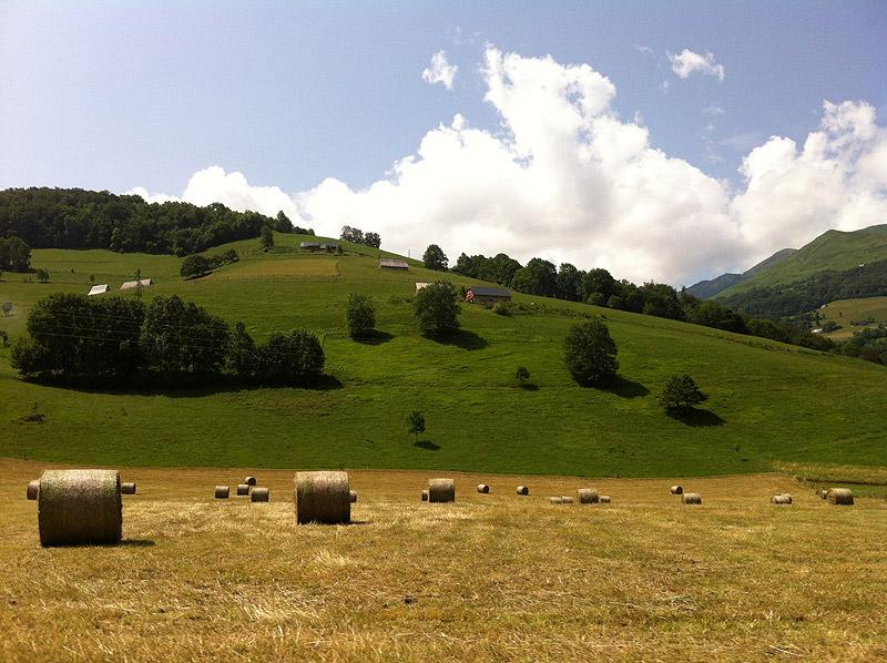 Paisaje veraniego en los Altos Pirineos, Francia