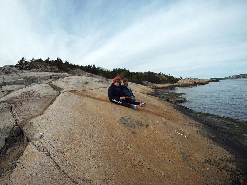 Disfrutando del paisaje y el mar en calma en Odderøya
