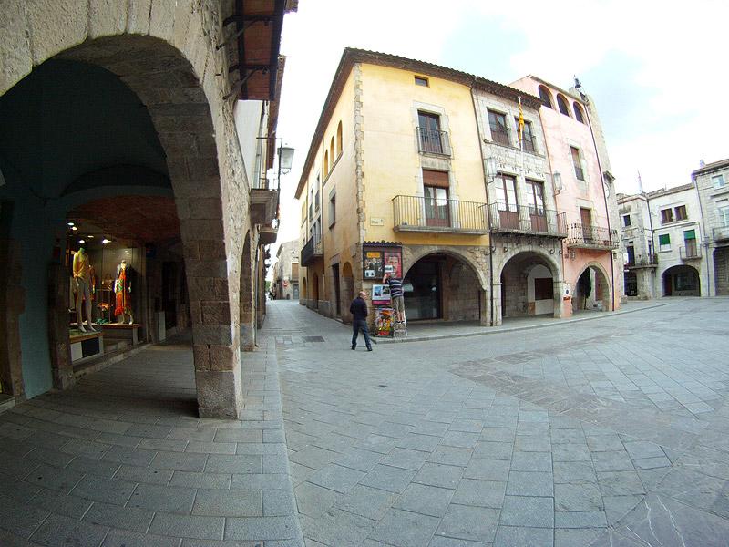 Plaza Mayor de Torroella de Montgrí, Costa Brava