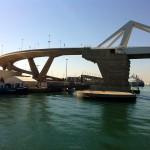 Puente de Europa que lleva al muelles de los cruceros