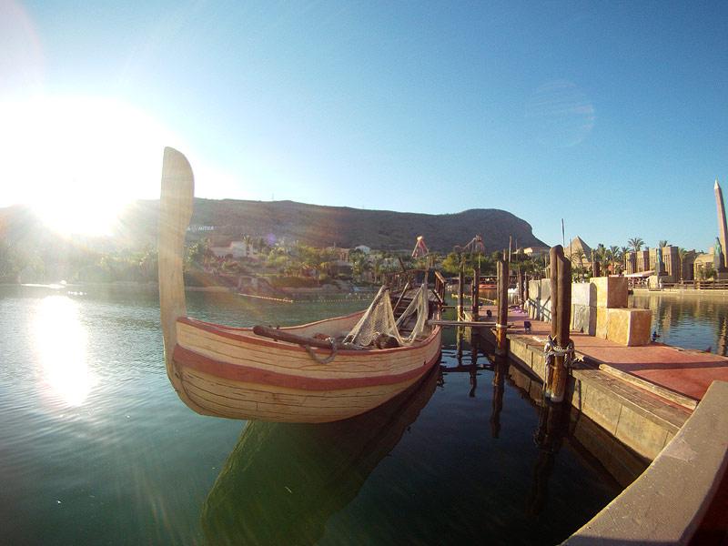El agua siempre está cerca en Terra Mítica, y las alegorías a pueblos del Mediterráneo