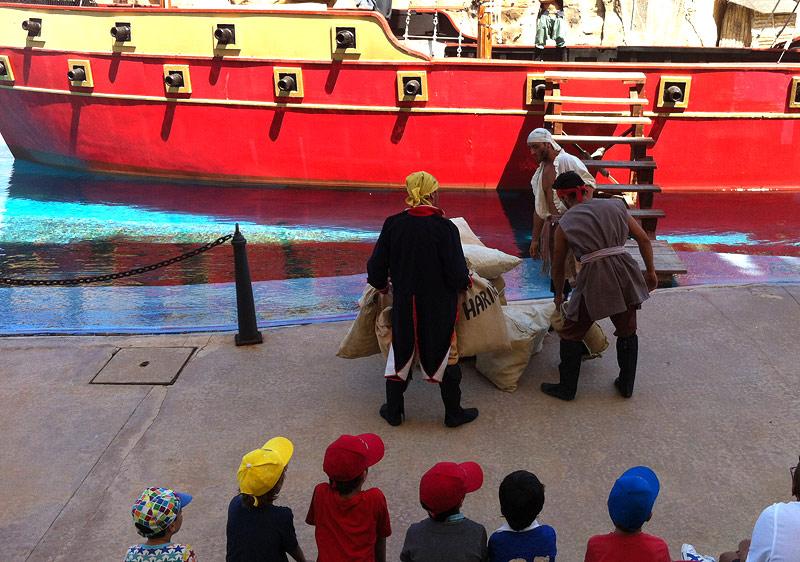 Piratas de verdad a un metro de la nariz de los niños