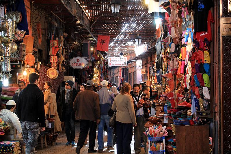 Escena cotidiana en los zocos de Marrakech