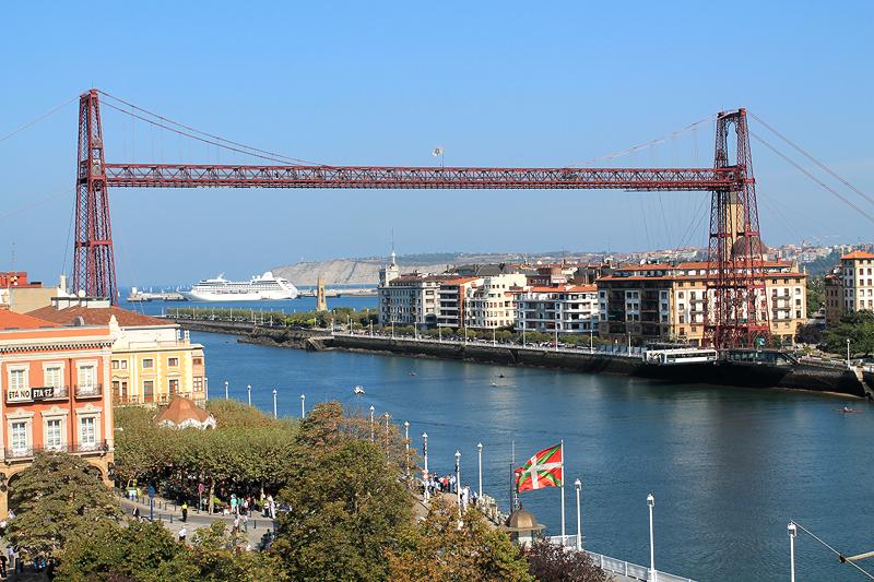 El Mirador del Campo de la Iglesia proporciona la mejor perspectiva del Puente Colgante en Portugalete