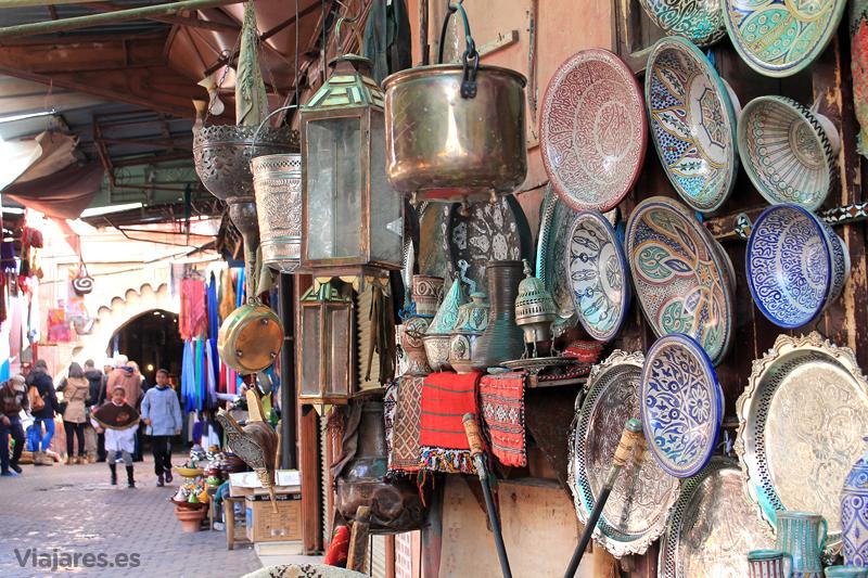 Tiendas de artesanía en la medina de Marrakech