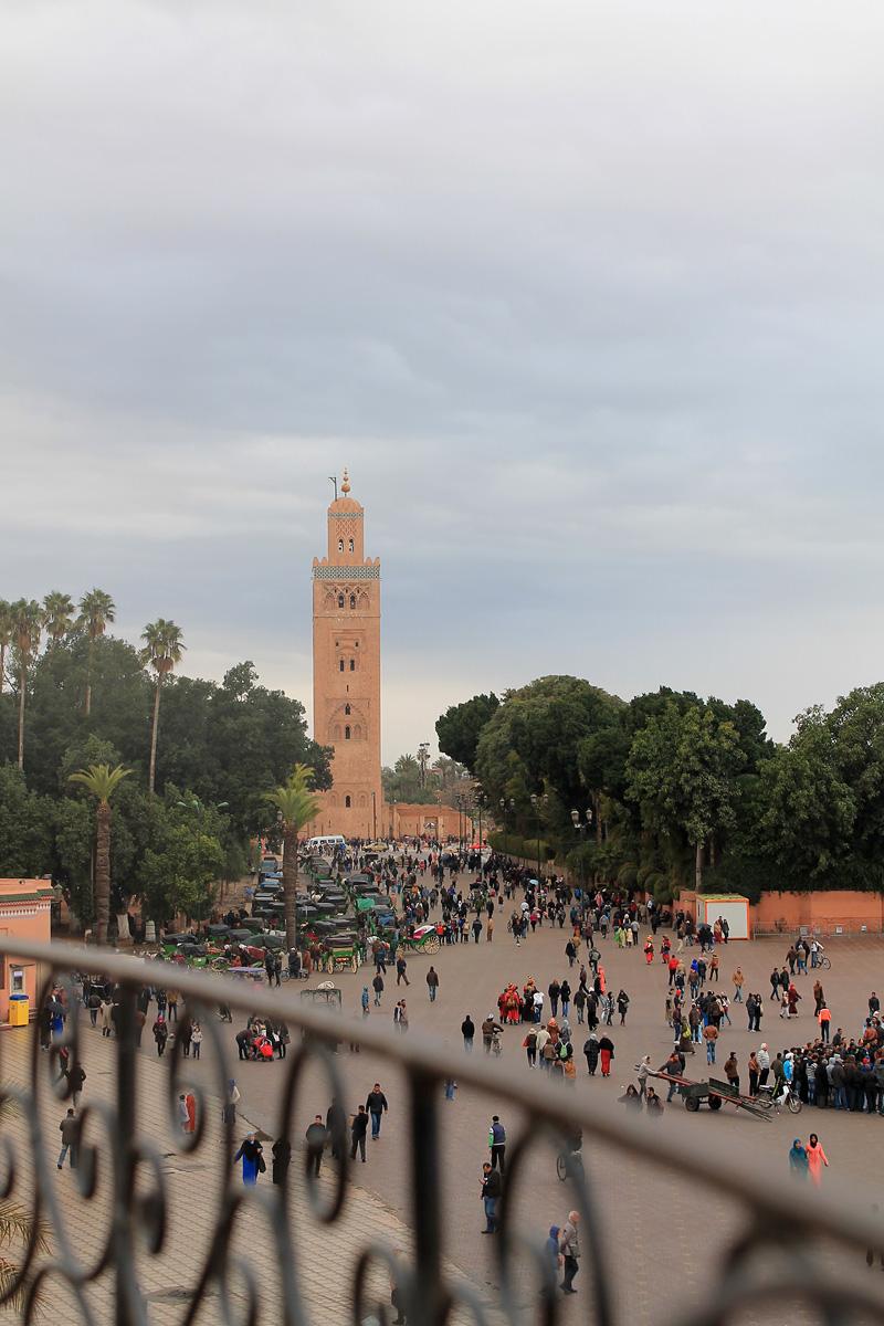 La mezquita Koutoubia desde una de las terrazas de Jemaa El Fna