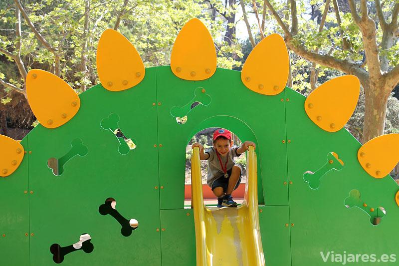 Zona de juegos infantiles en Parc Dalmau