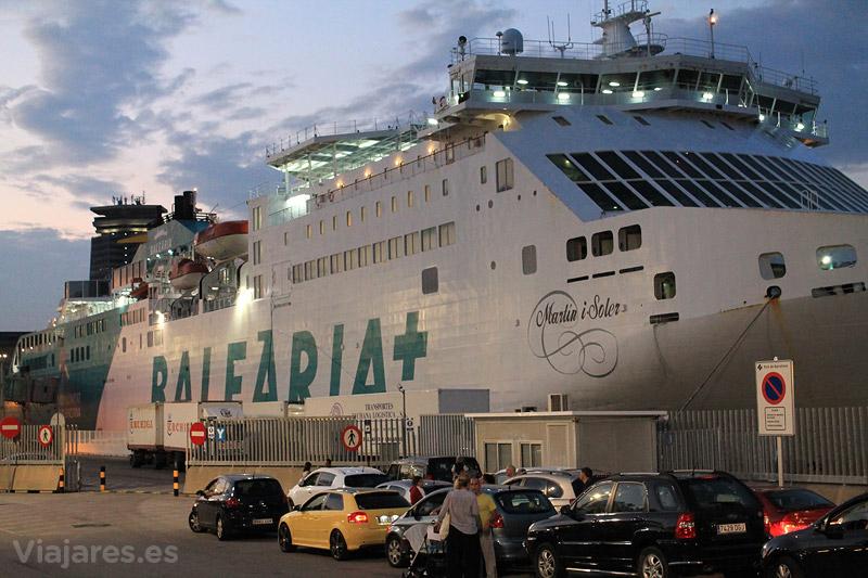El ferry de Baleària Martin i Soler atracado en Barcelona