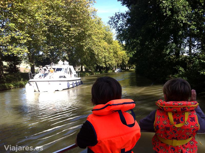 Navegando plácidamente por el Canal de Midi, Midi-Pyrénées