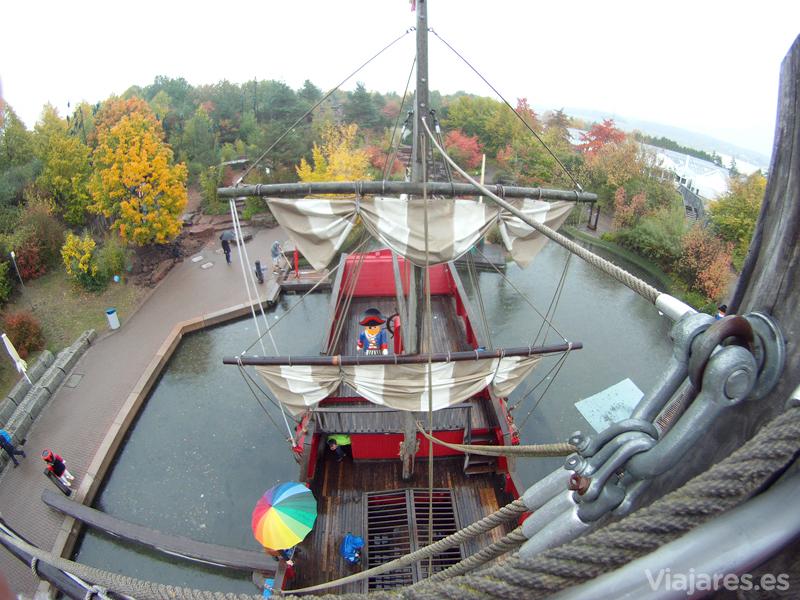 Hasta lo alto del barco pirata
