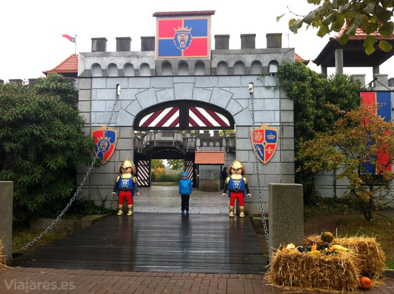 Vigilantes en la entrada del castillo - Playmobil Alemania