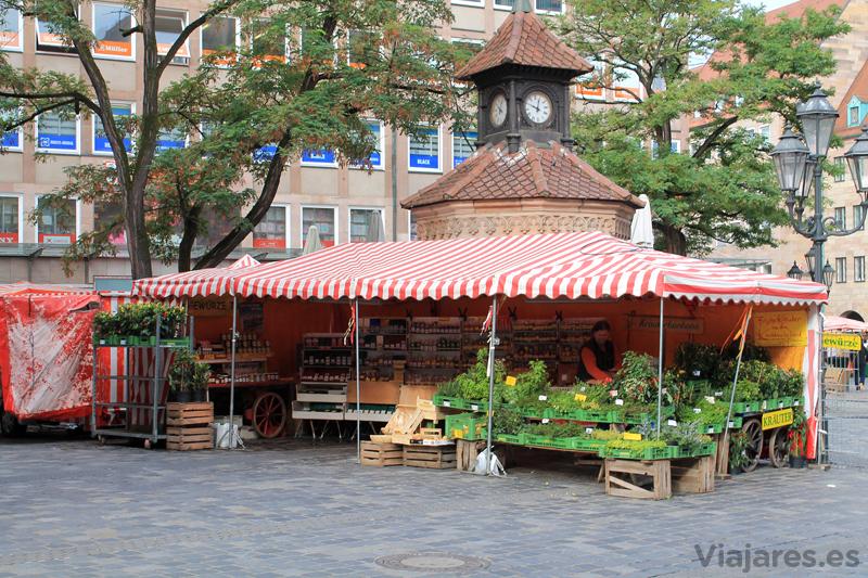 Puesto de verduras en el centro de la ciudad