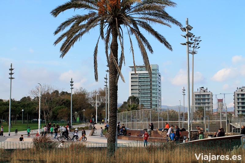 Parque skaters en la playa de mar bella barcelona viajares for Parques ninos barcelona
