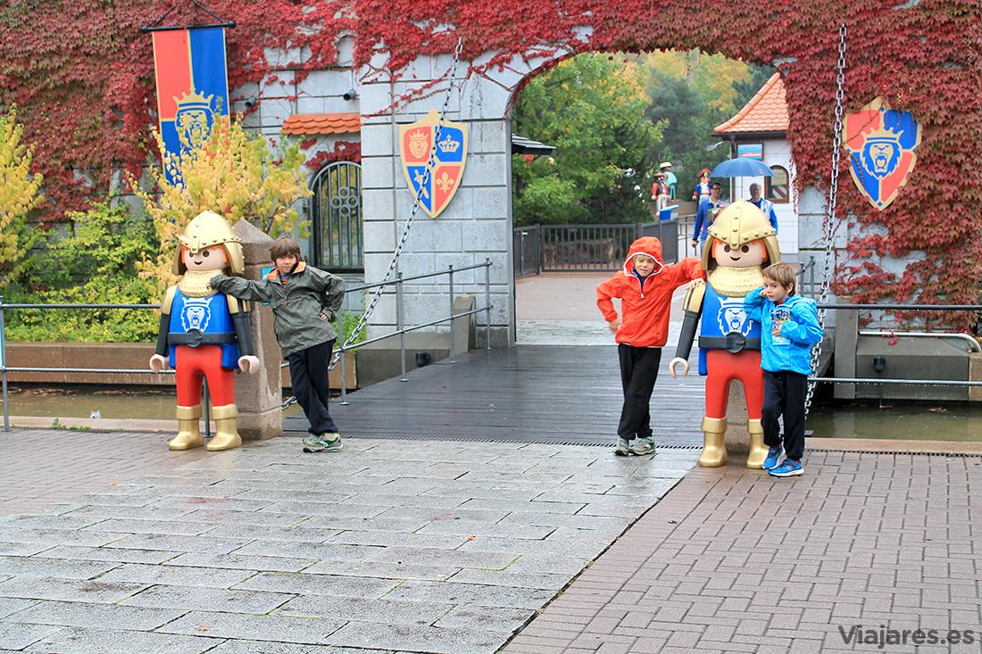 Entrada y vigilantes del Playmobil Fun Park