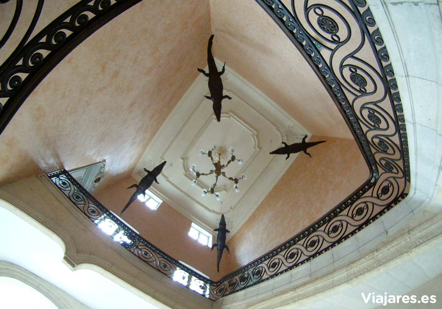 Cocodrilos en la Grand escalier de l'Hotel de ville