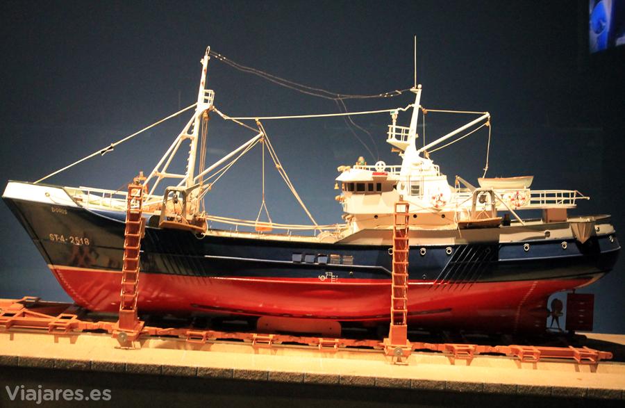 Reproducción de un buque en el Museo Marítimo del Cantábrico